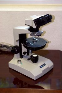 Polarised microscope