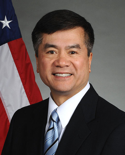 Gary Locke official portrait