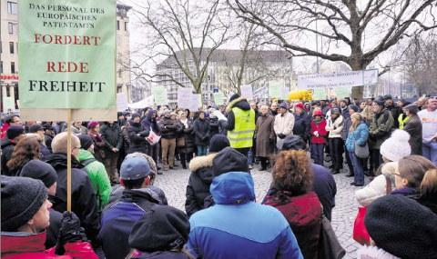 EPO protest at Danish Consulate