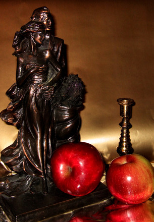 Apple and sculptures