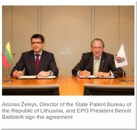 Arūnas Želvys, Director of the State Patent Bureau of the Republic of Lithuania, and EPO President Benoît Battistelli sign the agreement