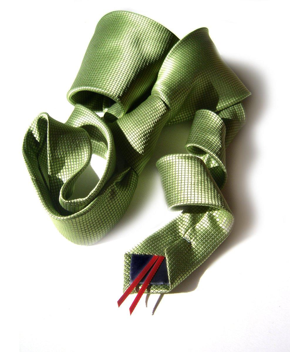 Tie snake