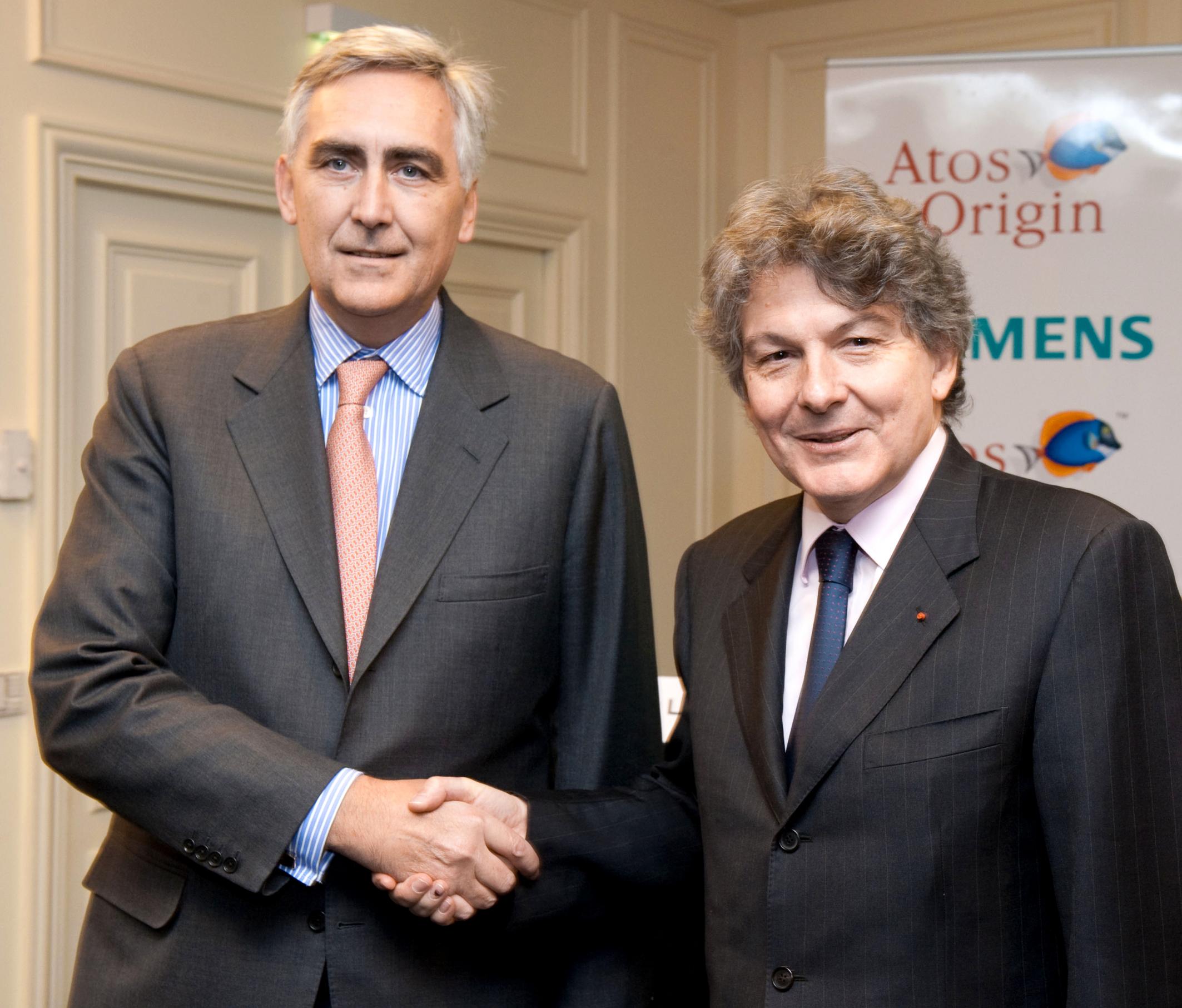Siemens will expand financing opportunities for its customers with its own bank /  Atos Origin und Siemens gründen führenden europäischen IT-Service-Dienstleister