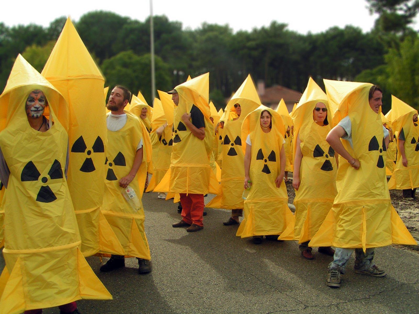 Manifestation against missile
