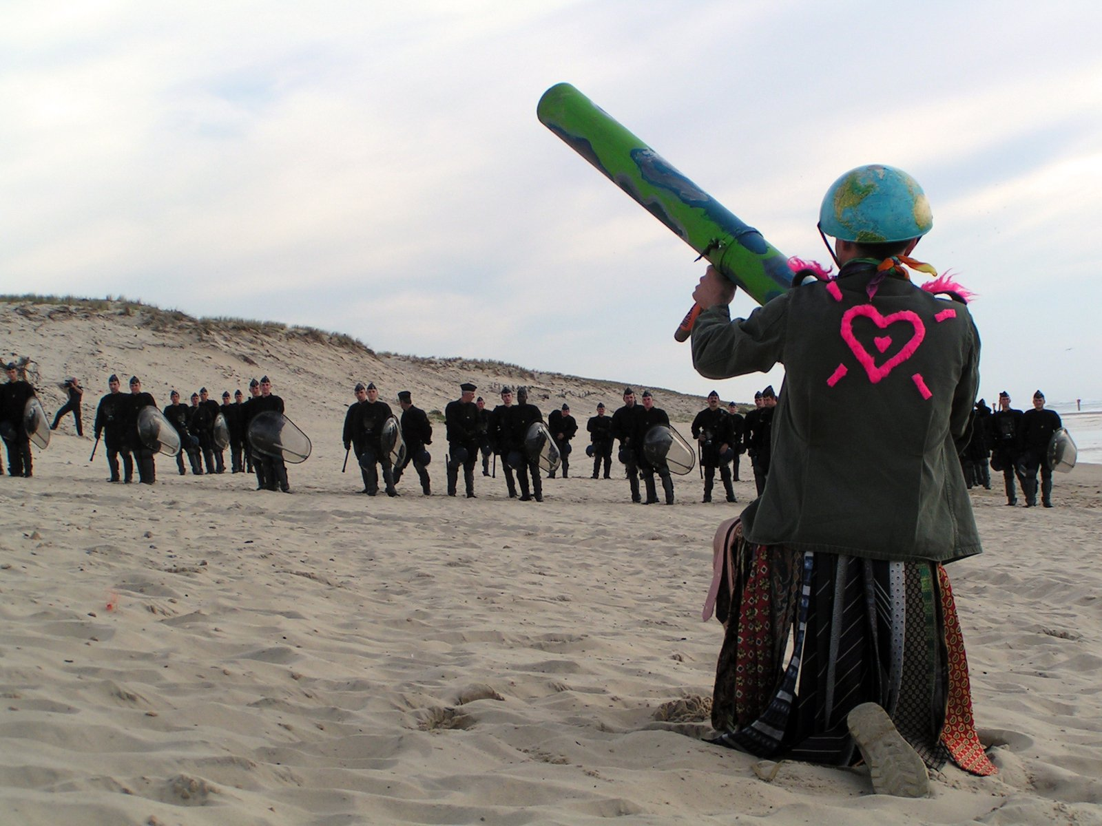 Manisfestation against missile