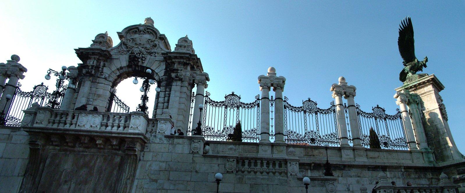 Gate on Capital Hill (Budapest, Hungary)
